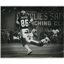 1977 Press Photo New Orleans Saints- TE James Thaxton drops the ball.
