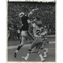 1974 Press Photo New Orleans Saints-Johnny Fuller of Saints breaks up pass.