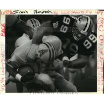 1987 Press Photo New Orleans Saints- Oilers QB Warren Moon, sacked for loss.