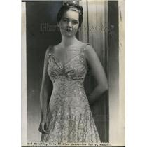 1940 Press Photo Miss Josephine Tully, fiancée of Parker Hall of Cleveland Rams