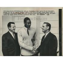 1961 Press Photo Don Klosterman with LA Chargers signs Larry Jordan - net33066