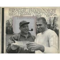 1963 Press Photo Eagles end George Tarasociv & coach Nock Skorich - net32620