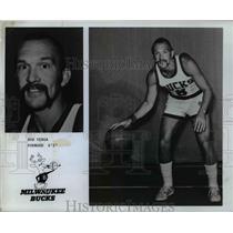 1977 Press Photo Bob Verga Forward 6-1 Milwaukee Bucks - orc13048