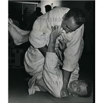 1958 Press Photo Edward D. Gerlitz and Robert G. Trummer test newly learned judo