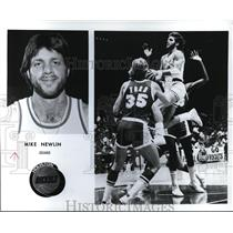 1977 Press Photo Mike Newlin guard of Houston rockets in action - orc01349