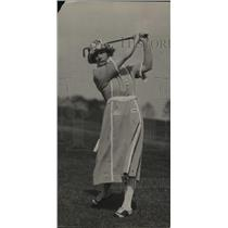1923 Press Photo Golfer Mrs SR Boyce on a golf course - net33336