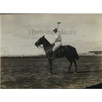 1923 Press Photo Captain J Campbell Bell of a polo team on his mount - net34049