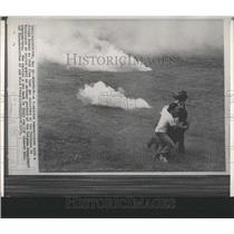 1972 Press Photo A T-shirted Demonstrator Aids A Friend - RRY45183