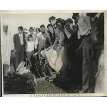1931 Press Photo Zip Laranice Skidded Into The Fence During The Race - net33013
