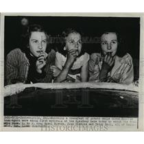 1948 Press Photo Carol Bletch, Joan Gibbons, Patsy Hall at Indianapolis races