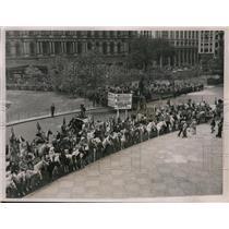 1936 Press Photo NY Mayor LaGuardia greets rodeo cowboys & girls in NYC