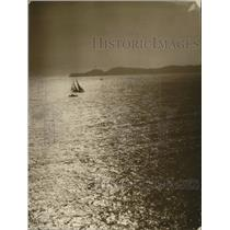 1925 Press Photo Yacht The Mariner leads a race off Tahiti - net31402