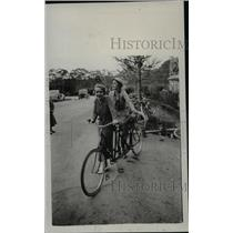 1933 Press Photo Lindsay Howard, Dana Fuller on Tandem Bicycle, San Mateo