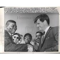 1962 Press Photo Edward Kennedy Welcomes David Harris to Hyannis, Massachusetts
