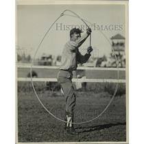 1927 Press Photo Chester Byers of Fort Worth, Texas, Trick Roping Cowboy