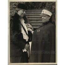 1933 Press Photo Mrs Franklin D Roosevelt enrolled in Red Cross by M Boardman