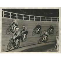 1928 Press Photo Fifteen Teams of Bicycle Riders Intend on Getting No Place Fast