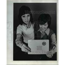 1974 Press Photo Annette Wilson and Nancy Bridgeford - orb00431