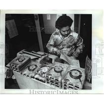1977 Press Photo Hectic News Director - orb20340