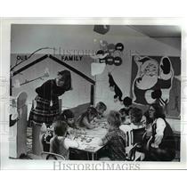1974 Press Photo Kindergarten with teachers Debi Phillips & Donna Granhalm