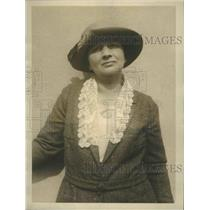 1924 Press Photo Mrs EL King champion shot sails on big game hunt in East Africa