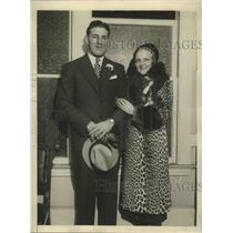 1931 Press Photo Kenneth Strong with his second wife, Mabel Anderson - sbs02454