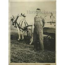 1929 Press Photo Harry Steel Working the Fields of the Farm of His Father's