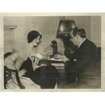 1931 Press Photo Mary Nolan confers with Edgar Allen - sbx02454
