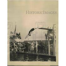 1924 Press Photo Helen Wainwright executes difficult back flip - sbs02682
