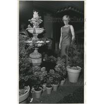 1967 Press Photo Ann Love Topiary Garden - RRV09787