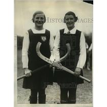 1928 Press Photo PA girls Kathleen Doman, Violet Chamberlain at field hockey
