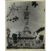 1929 Press Photo View of monument at Colon Cemetery in Havana Cuba - mjx26366