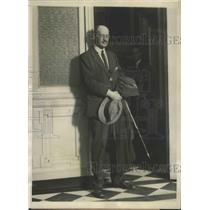 1928 Press Photo Count Michael Karolyi leaving office of Prentiss Gilbert in DC