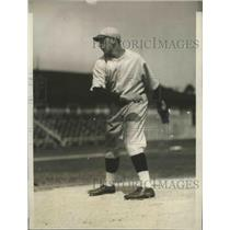 1929 Press Photo Pat Simmons Rookie Pitcher with Boston Red Sox - nez25311
