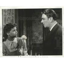 "Press Photo Dorothy McGuire & George Brent Star in ""The Spiral Suitcase"" on ABC"