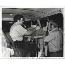 1973 Press Photo Ptn. Jimmy Hernandez administers breathalyzer on Bourbon St.