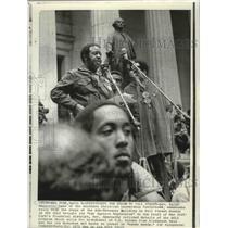 1971 Press Photo Civil Rights- Rev. Ralph Abernathy addresses rally on Wall St.