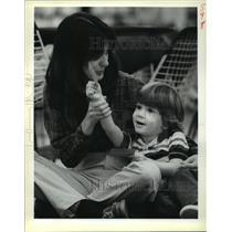1988 Press Photo Gwen Martin of Algiers helps her son Matthew, 3 in game.