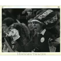 1990 Press Photo Judy Allen of San Francisco came out punching with 49er puppet.