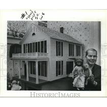 1983 Press Photo Jane Brewer shows off her doll and dollhouse in her home