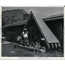 1970 Press Photo Mrs Deanna Thompson & children Selena Curtis, Leland Jr & Tony