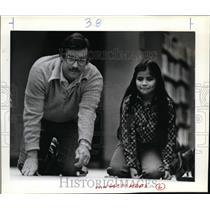 1983 Press Photo  Bill Lintz and Estella Gonzales-marble playing - orb74340
