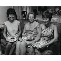 1968 Press Photo Mrs. John W. Epton center & Danielle - spa06741