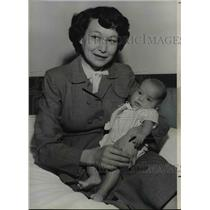 1954 Press Photo Baby Urusla Garry and her mother Mrs. Joseph R. Garry of Idaho