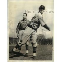 1934 Press Photo Pirates pitcher Henry Meine & Hoyt at training in CA
