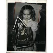 1942 Press Photo New York Bobbie Geraci Victory Doll Show Madonna & Child NYC