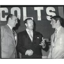 1970 Press Photo Don Klosterman-Colts' Football General Manager in Center