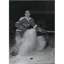 1958 Press Photo Larry Plante of the Flyers Shaving Ice  - spx17109