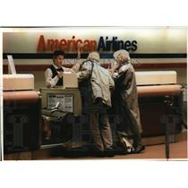 1993 Press Photo The Kamsier's, at American Airlines at Mitchell International