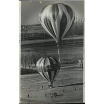 1974 Press Photo Hot air balloons flying out of the Hartford airport - mja59928